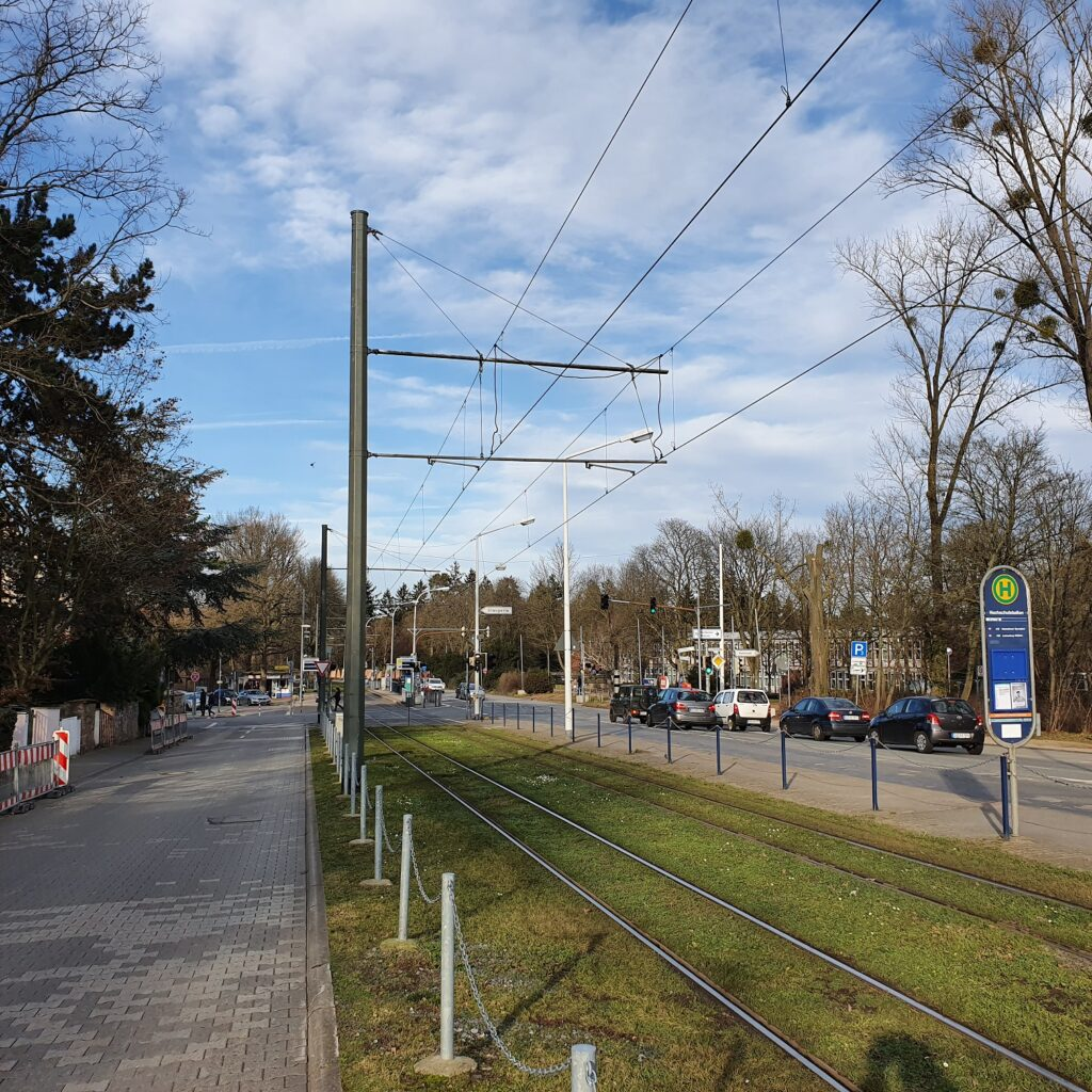 Blick auf die Kreuzung Nieder-Ramstädter Straße/Lichtwiesenweg.